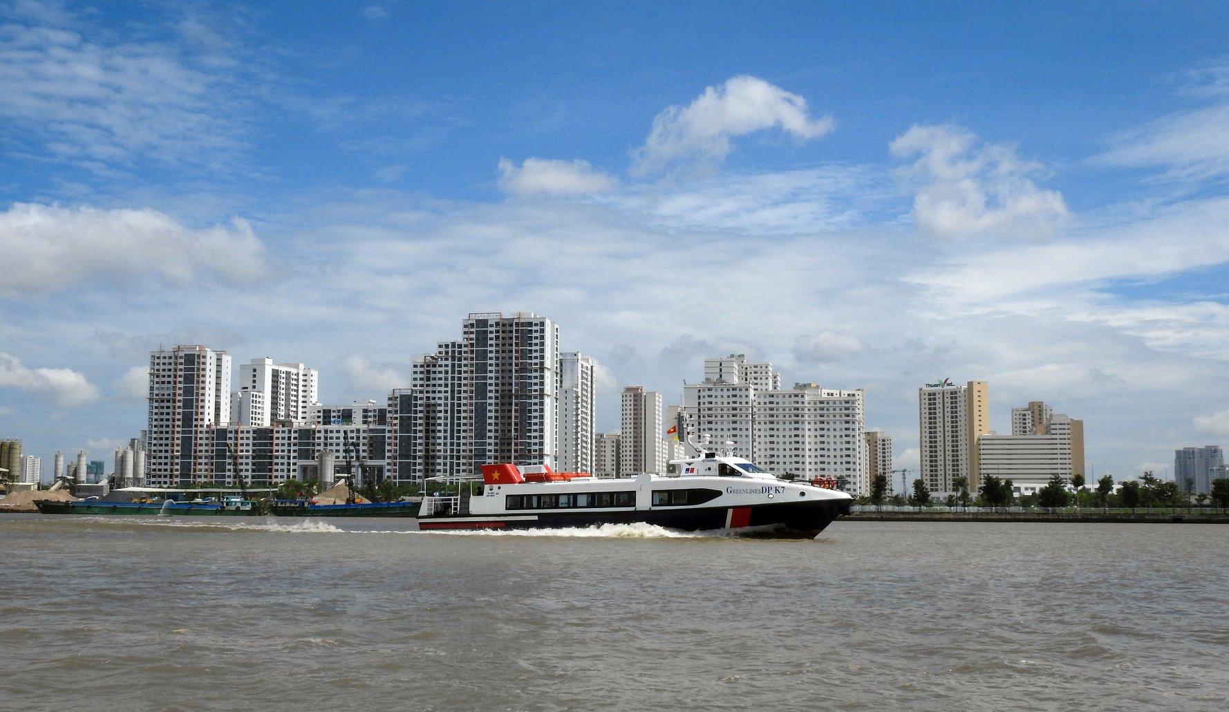 Tàu cao tốc đi TP Hồ Chí Minh