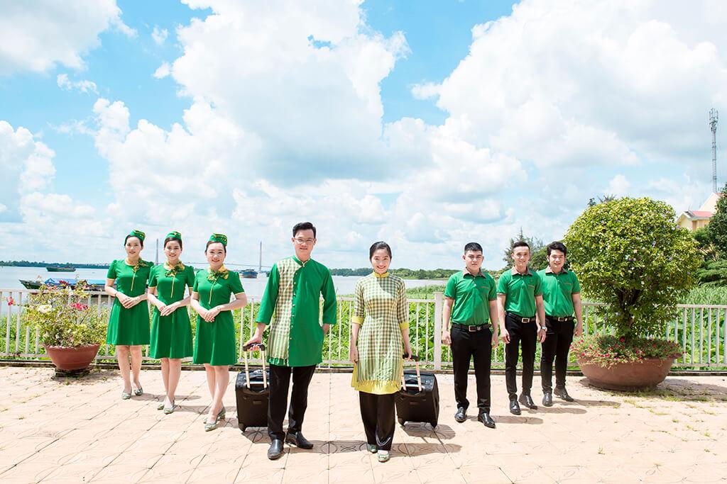 Đội ngũ tiếp viên và thủy thủ tàu Mai Linh Express
